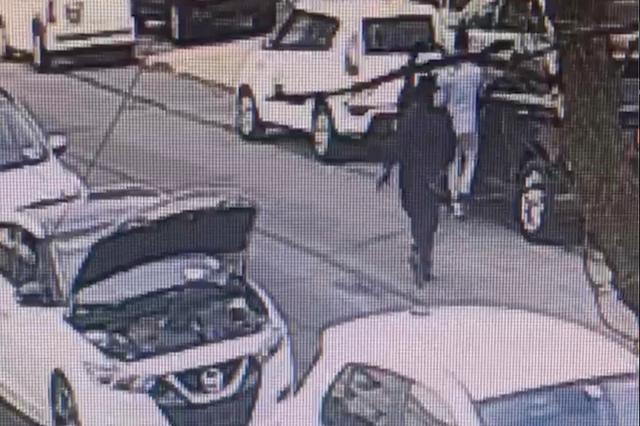 Video captó asesinato a sangre fría a plena luz en calle de Queens, Nueva York