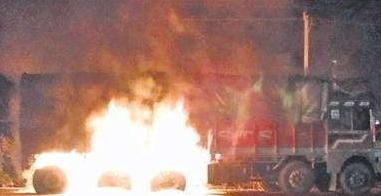 यूरिया खाद से भरे ट्रक में लगी आग,580 कट्टे थे ट्रक मे