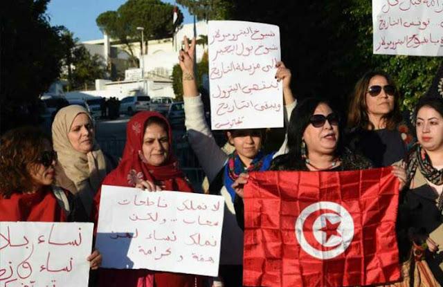 بعد نشر موقع فرنسي تقريرا عن خطة لانقلاب: مظاهرة تونسية تطالب بطرد السفير الإماراتي