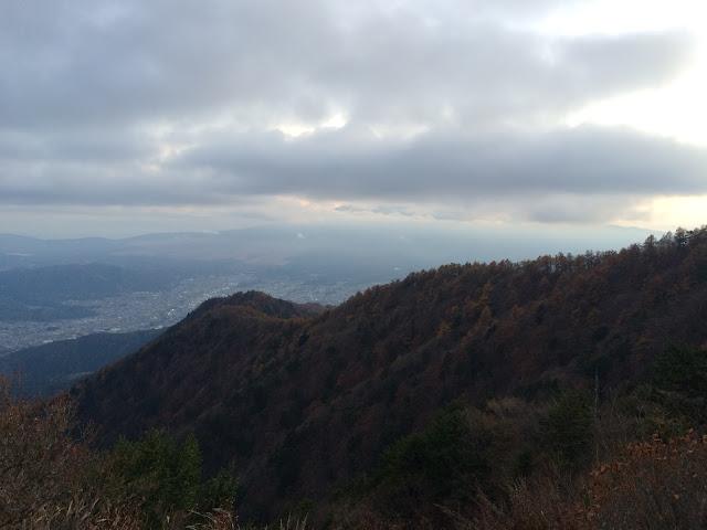 三つ峠山荘前 富士山 かくれた