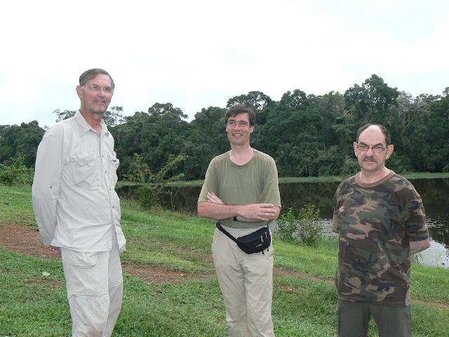 Entomologistes de l'ALF devant la Nyong. Ebogo (Cameroun), 22 avril 2013. Photo : C. Renoton