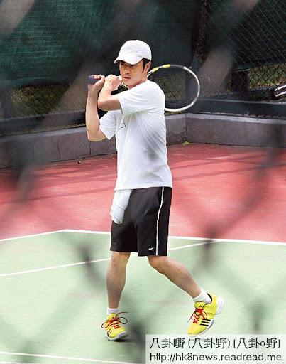 鄭嘉穎最愛打網球,拍《葉問》前,不停狂操,今年八月,本刊便拍得他到樂富球場打波
