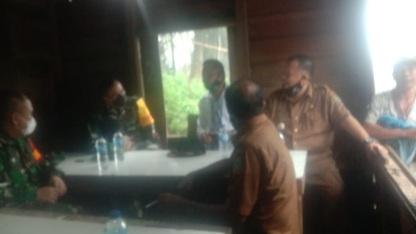 Mantap! Danrem  023/KS bersama Dandim Kodim 0212/KS serta Aparat Pemda Tapsel Lakukan Koordinasi Saat Menunggu Hujan Reda