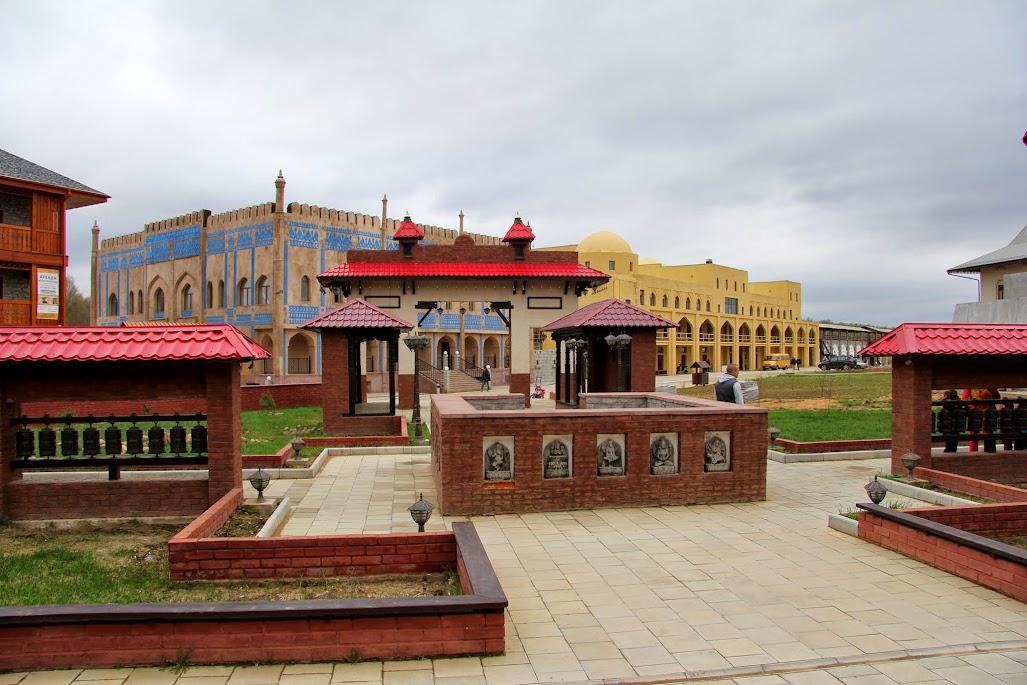 музей этномир калужская область фото тонкие металлические этажерки