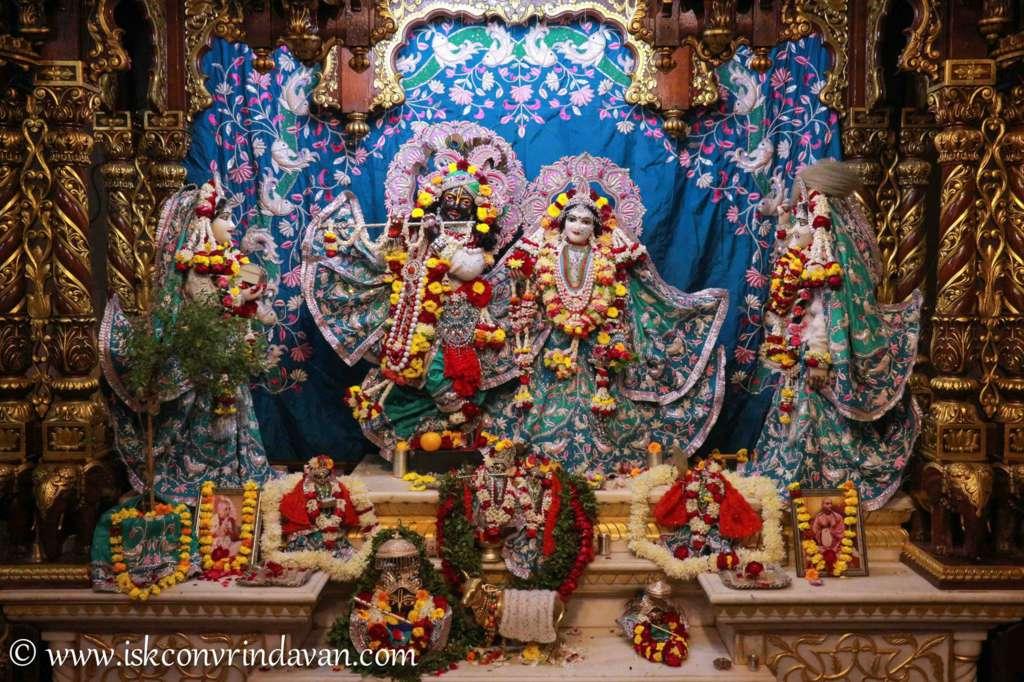 ISKCON Vrindavan Sringar Deity Darshan 17 Dec 2015 (14)