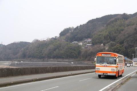 伊予鉄南予バス 1065号車 五郎駅前にて