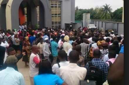 MMM Nigeria Crash Causes Stampede At Warri Bank, 1 Dies, 12 Injured