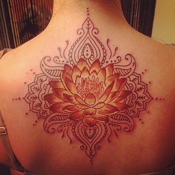 tatuagem_de_flor_de_ltus_com_toque_tribal