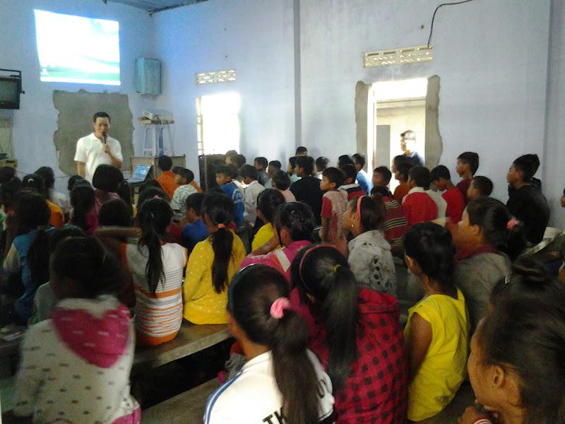 Hình ảnh lớp giáo lý rước lễ lần đầu của các em dân tộc giáo xứ Đồng Dài từ ngày 6-11/7/2015