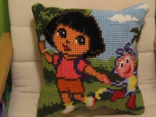 Geborduurd Dora en Boots kussen