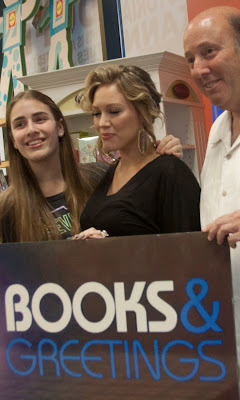 Hilary duff book signing halle and ken sarfin owner of books and greetings and his daughter with hilary m4hsunfo