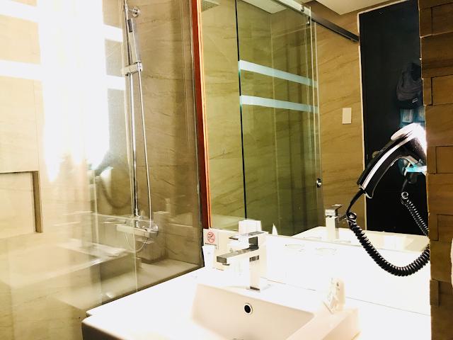 Grand Sierra Pines Hotel in Baguio City - bathroom