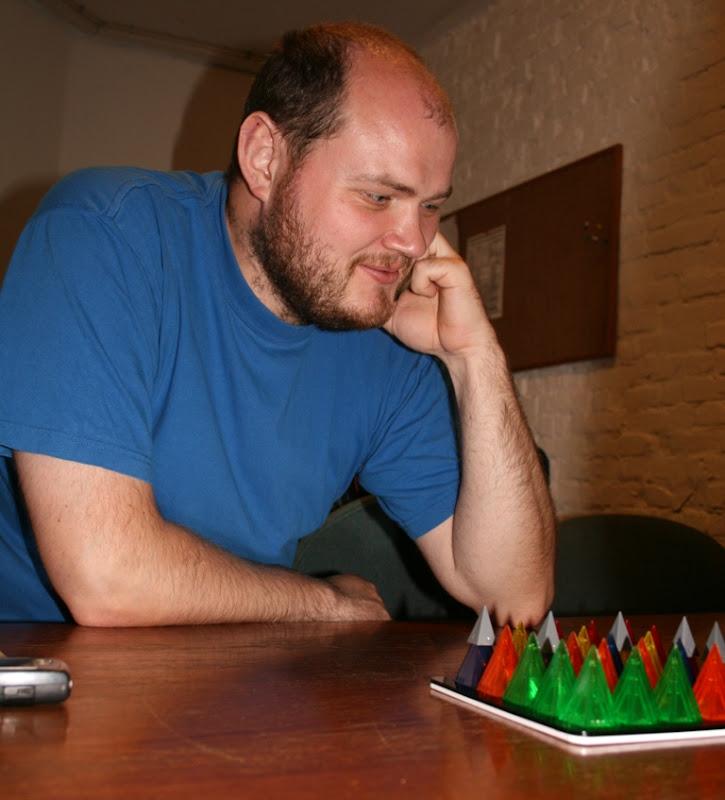 Philip dybt inde i pyramidernes verden.