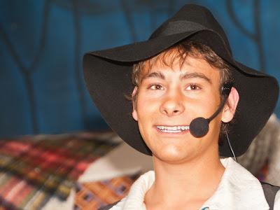 Daniel Orth reist mit dem Planwagen durchs Land und begeistert in der Bütt mit dem auswendig gelernten Auftritt.