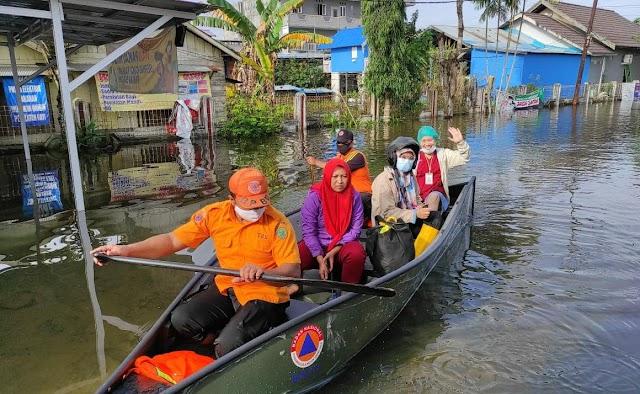 Tim TRC BPBD Pulpis Andil Bantu Evakuasi Korban Banjir di Kalsel