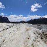 Fê diminuto no Trekking no Glaciar Exploradores, Puerto Rio Tranquilo, Chile