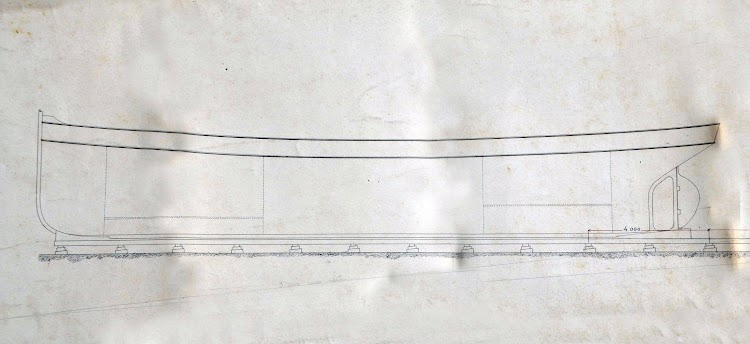 Perfil del casco del vapor PADRE CAPITAN. Foto del Museo del Dique.jpg