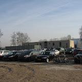 Een zeer vol parkeertterrein