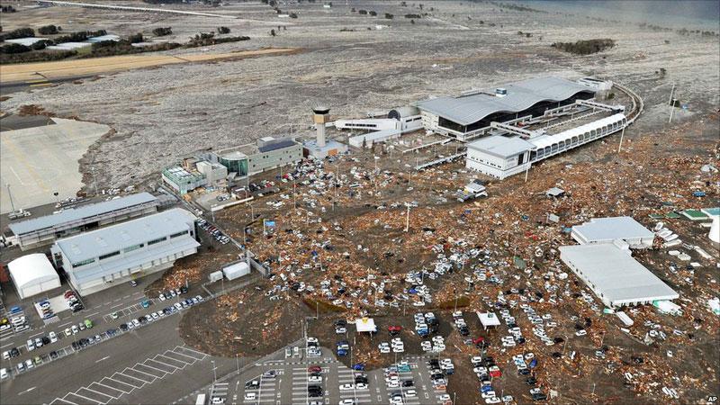 https://lh3.googleusercontent.com/-DnuWlNH1n4U/TXpERJvQpHI/AAAAAAAABgc/Os8U7fYqizA/s1600/japan-tsunami-earthquake-photo-stills-002.jpg
