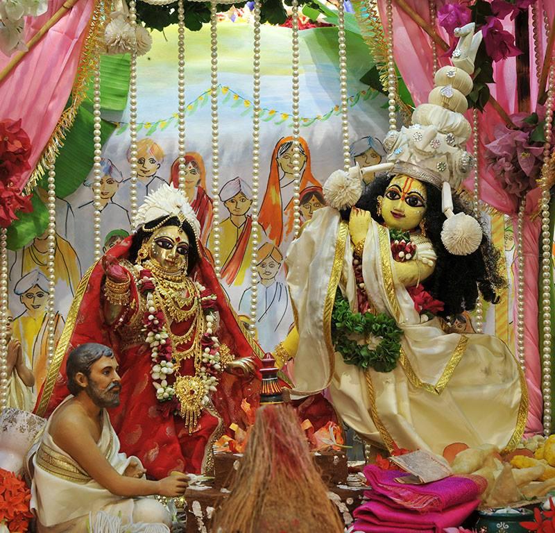 ISKCON Chowpatty Deity Darshan 11 May 2016 (21)
