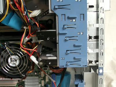 HDDをHDD3ベイに設置完了