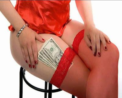 一切向錢看,月薪30萬老婆只給2千花