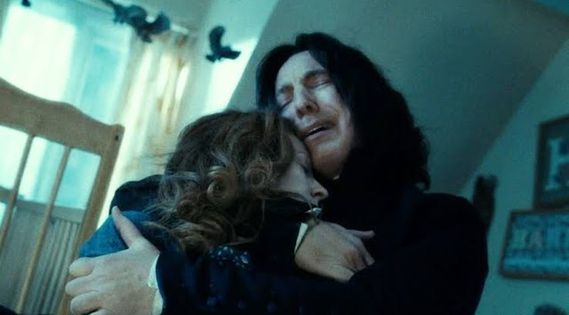 Snape deu uma grande dica sobre sua história com Lilian na primeira aula de poções da série e você não percebeu