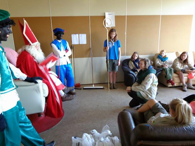 Sinterklaas op de scouts - 1 december 2013 - DSC00182.JPG