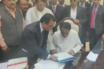 कर्ज माफ-मुख्यमंत्री की शपथ लेने के तुरंत बाद किसान कर्ज माफी फ़ाइल पास की