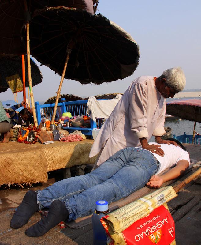 #Varanasighats #Varanasimalishwala #Varanasistreetphotography #Uttarpradeshtourism #travelbloggersindia