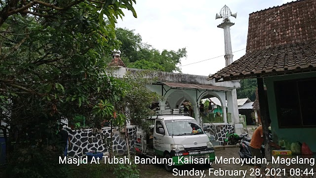 Bersíh bersih masjid At Taubah, dsn Bandung, Kalisari, Mertoyudan Magelang