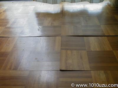 浮いてきた床板