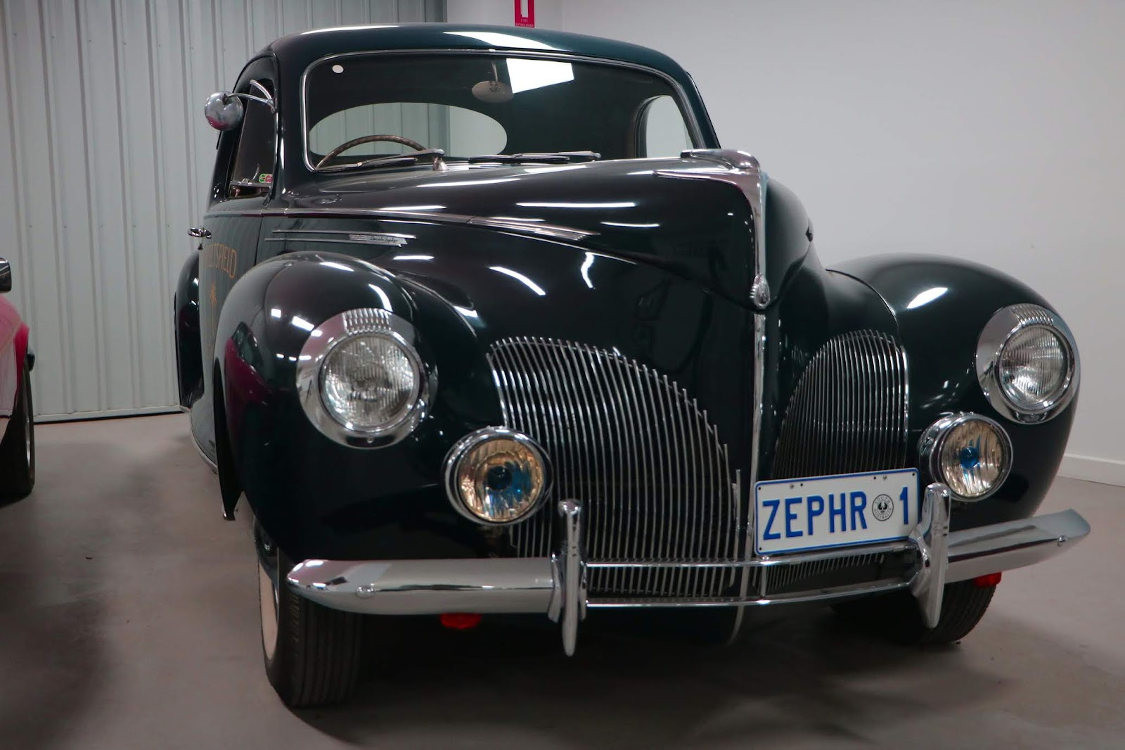 Carl_Lindner_Collection - 1930 Lincoln Zephyr 02.JPG