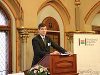 4 - Szilágyi Péter nemzetpolitikáért felelős helyettes államtitkár megnyitja a konferenciát.JPG