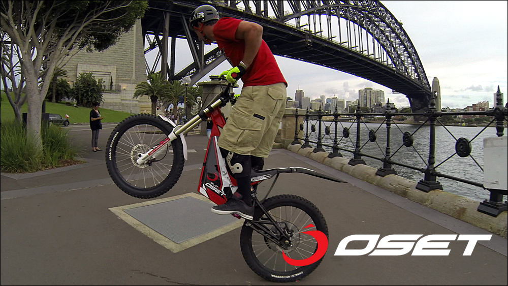 OSET_jack_field_sydney_loc_04_promenade_stunts_06c.jpg