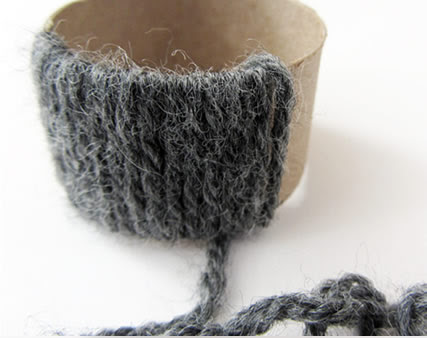Enrole o fio de lã