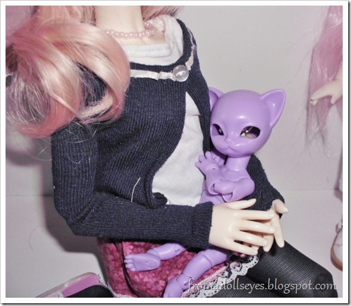 Unboxing a Hujoo Nano Freya, the tiny purple cat ball jointed doll. It likes to cuddle.
