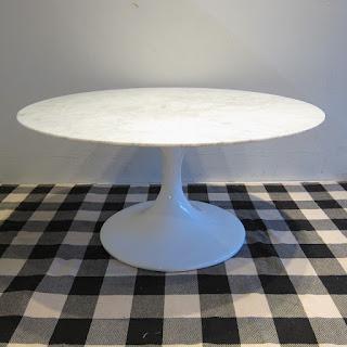 Saarinen-Style Pedestal Cocktail Table