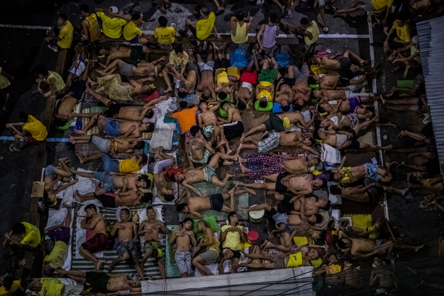 Inside President Rodrigo Duterte's brutal antidrug campaign in the Philippines, the basketball court at the Quezon City Jail has become a sleeping area. Photo: Daniel Berehulak / The New York Times