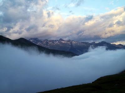 En face, le massif de l'Ardiden