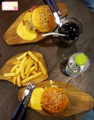 maniak-makan-messy-burger-solo-recommended