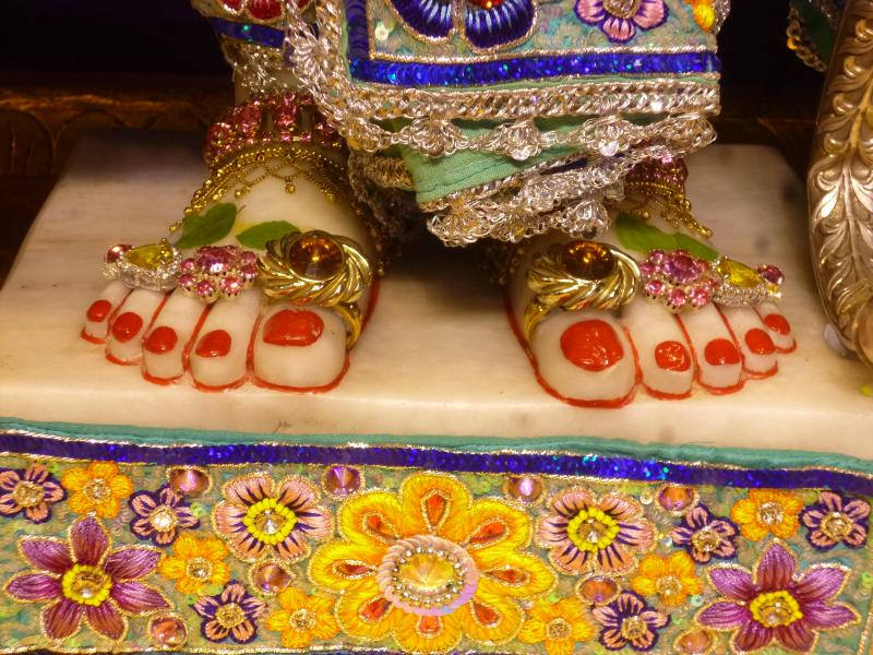 ISKCON Bhaktivedanta Manor Deity Darshan 17 Dec 2015 (3)