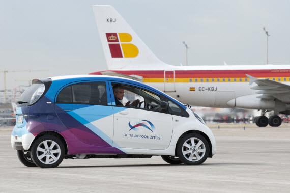 10 coches eléctricos para el aeropuerto de Madrid-Barajas