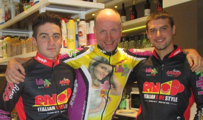 Chris on the Bike: mit Alessandro und Thomas im geschenkten 96.000-KM-Radtrikot in Rottenburg