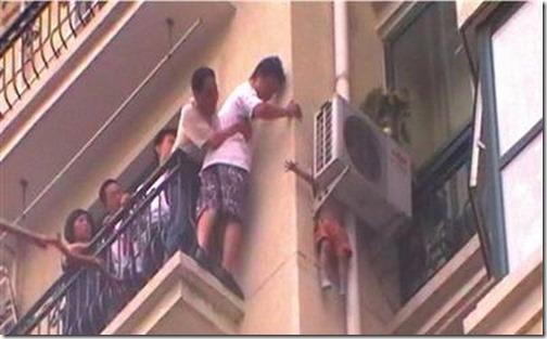 aire acondicionado salva la vida a un niño (1)