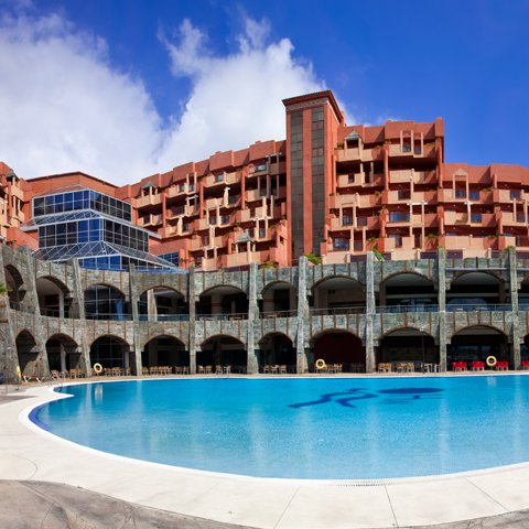 Holiday Polynesia ****, your All Inclusivehotel in Benalmadena (Costa del Sol). Our hotel boasts an excellent location and a great atmosphere that recreates the Polynesian islands of Bora Bora, Samoa and Easter.