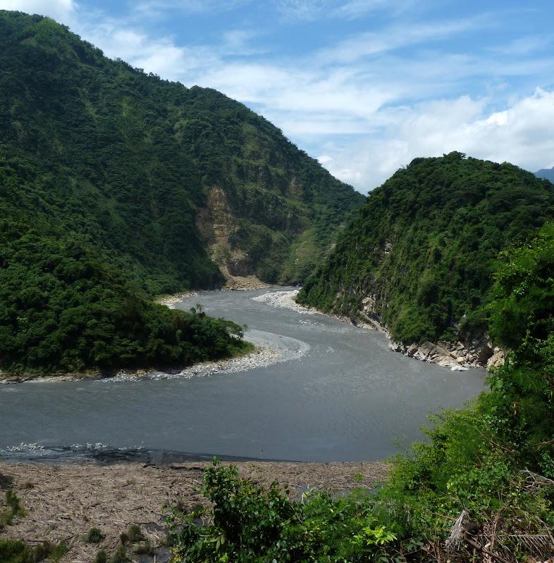 Puli  en passant , entre autres, par les villages de l ethnie Bunum de Loloko et Dili. J 10 - P1160827.JPG