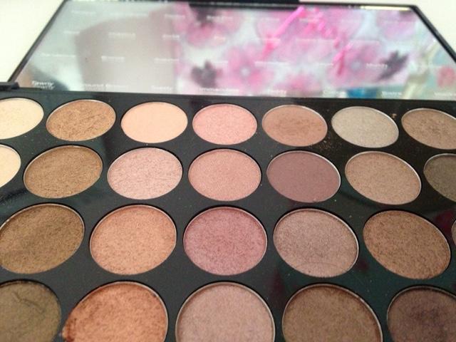 ... makeup revolution beyond flawless ultra eyeshadows 32 ...