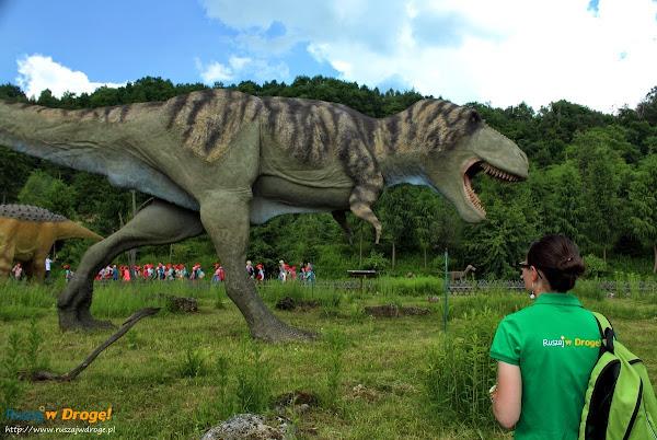 ruszaj w drogę w parku dinozaurów w bałtowie