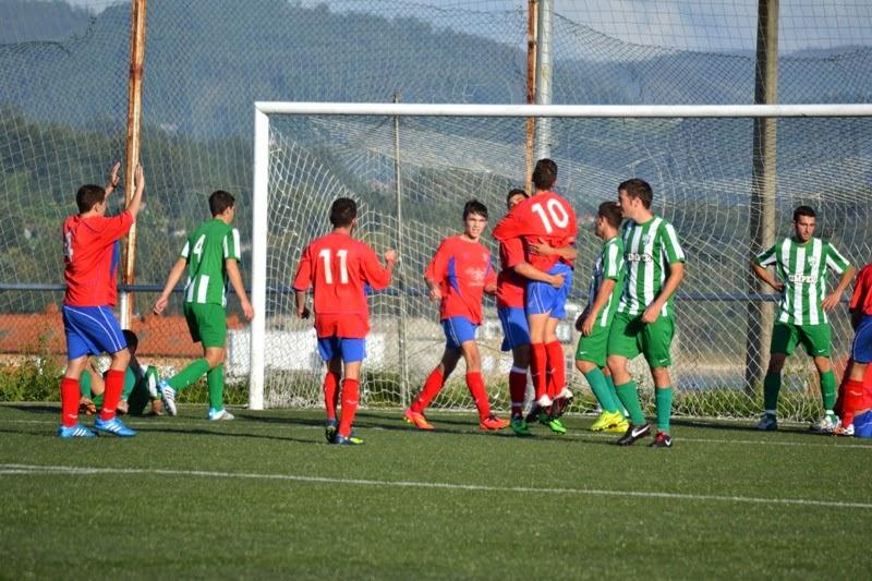 Os modestos celebrado o gol ante A Capela (05/10/2014) Numancia de Ares.